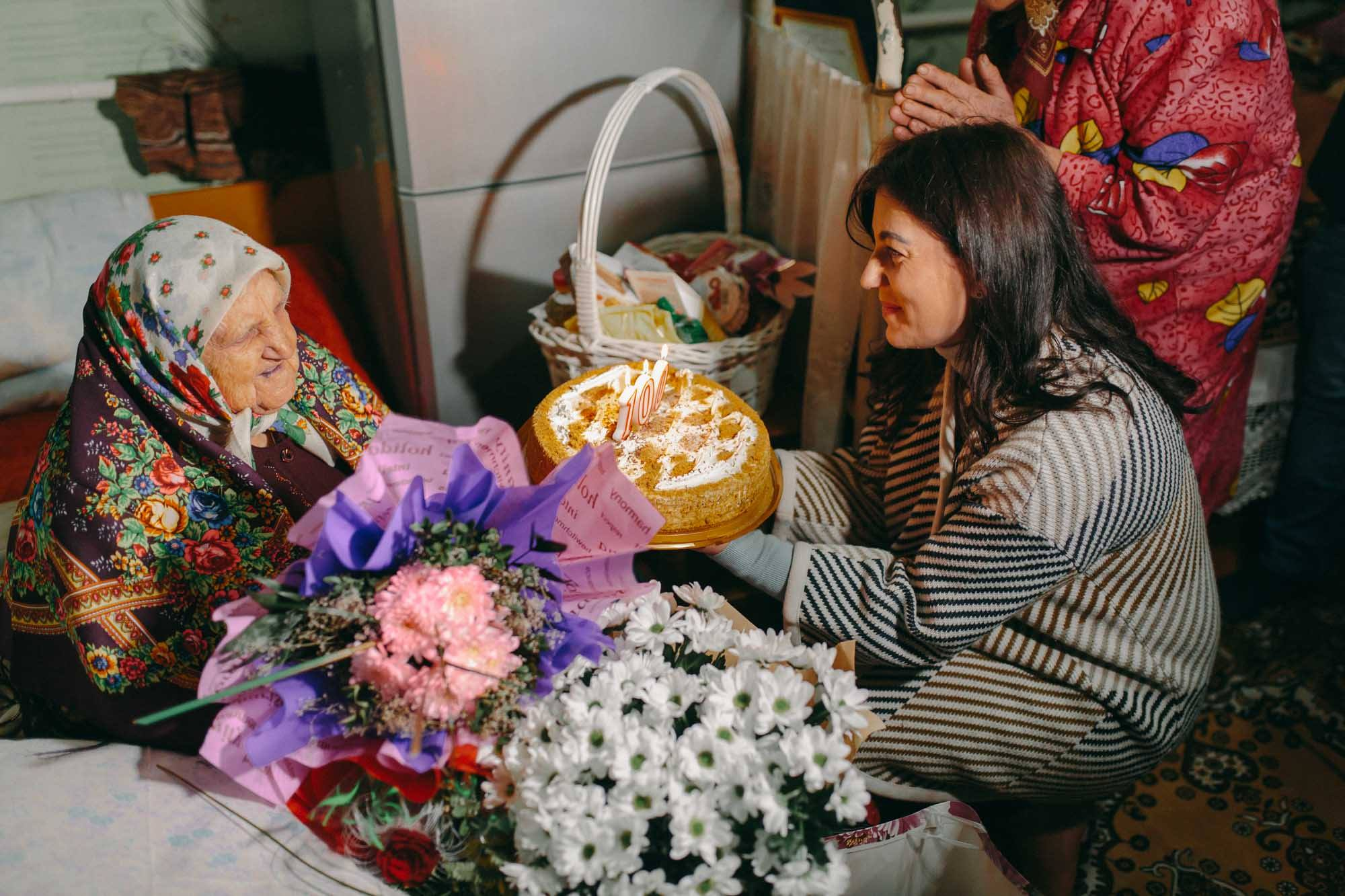 femeie 100 de ani moldova, fundatia edelweiss, plahotniuc ajuta moldova, nu plaha, stat capturat, guvernul filip, fundatie de caritate, cea mai in varsta femeie din Moldova, cel mai batran om din Moldova,