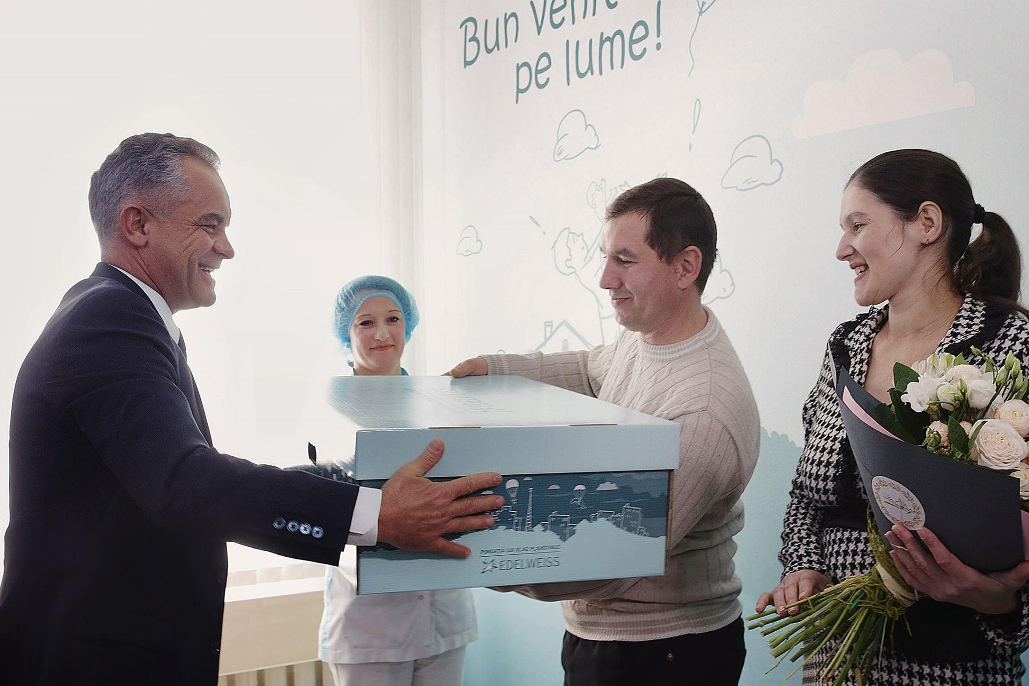 Campania lui Vlad Plahotniuc, cutia cadou a ajuns deja la 17.000 de mămici din întreaga țară, fundația edelweiss, pdm