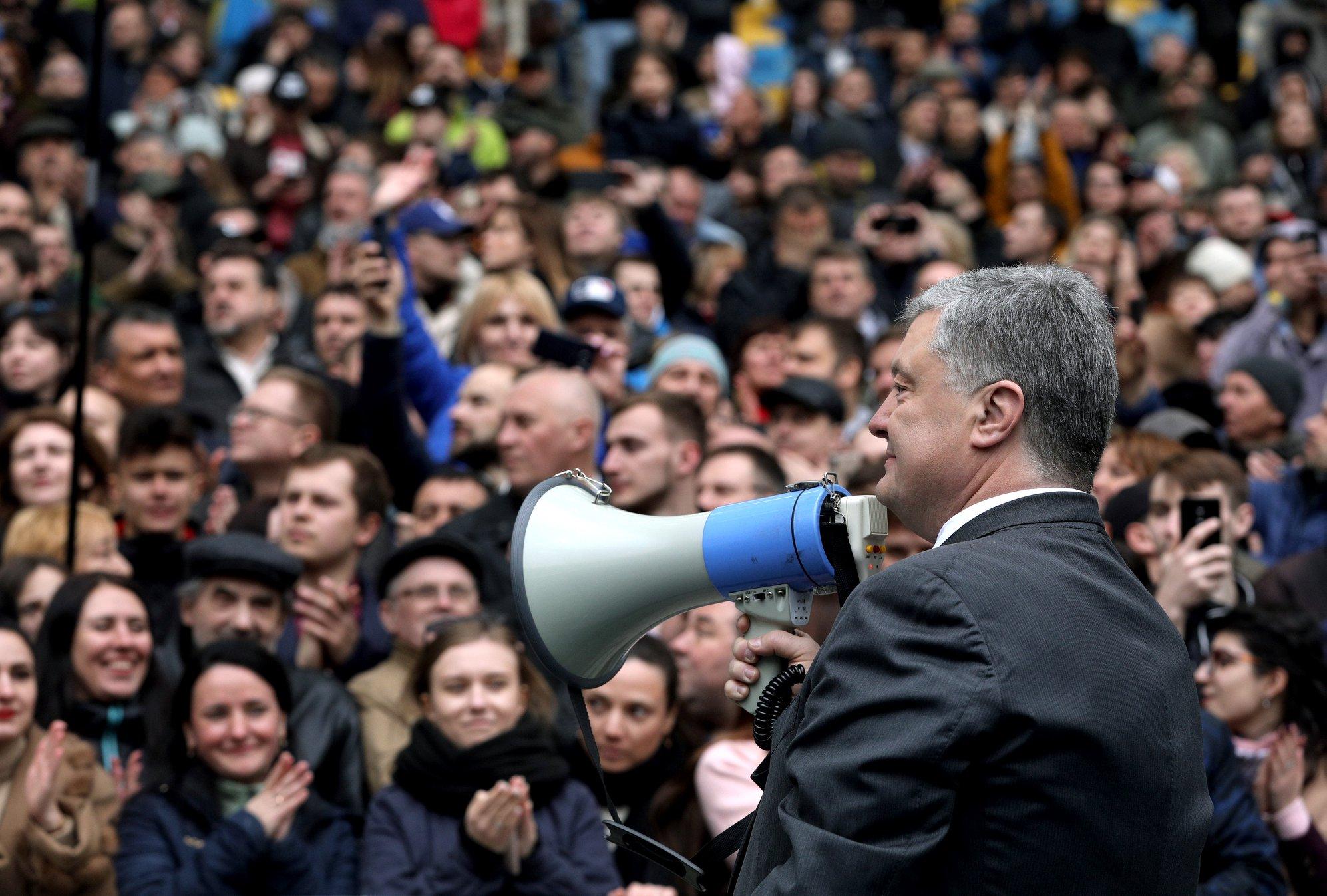 poroșenco și zelenskii, dezbateri pe stadion, alegeri ucraina