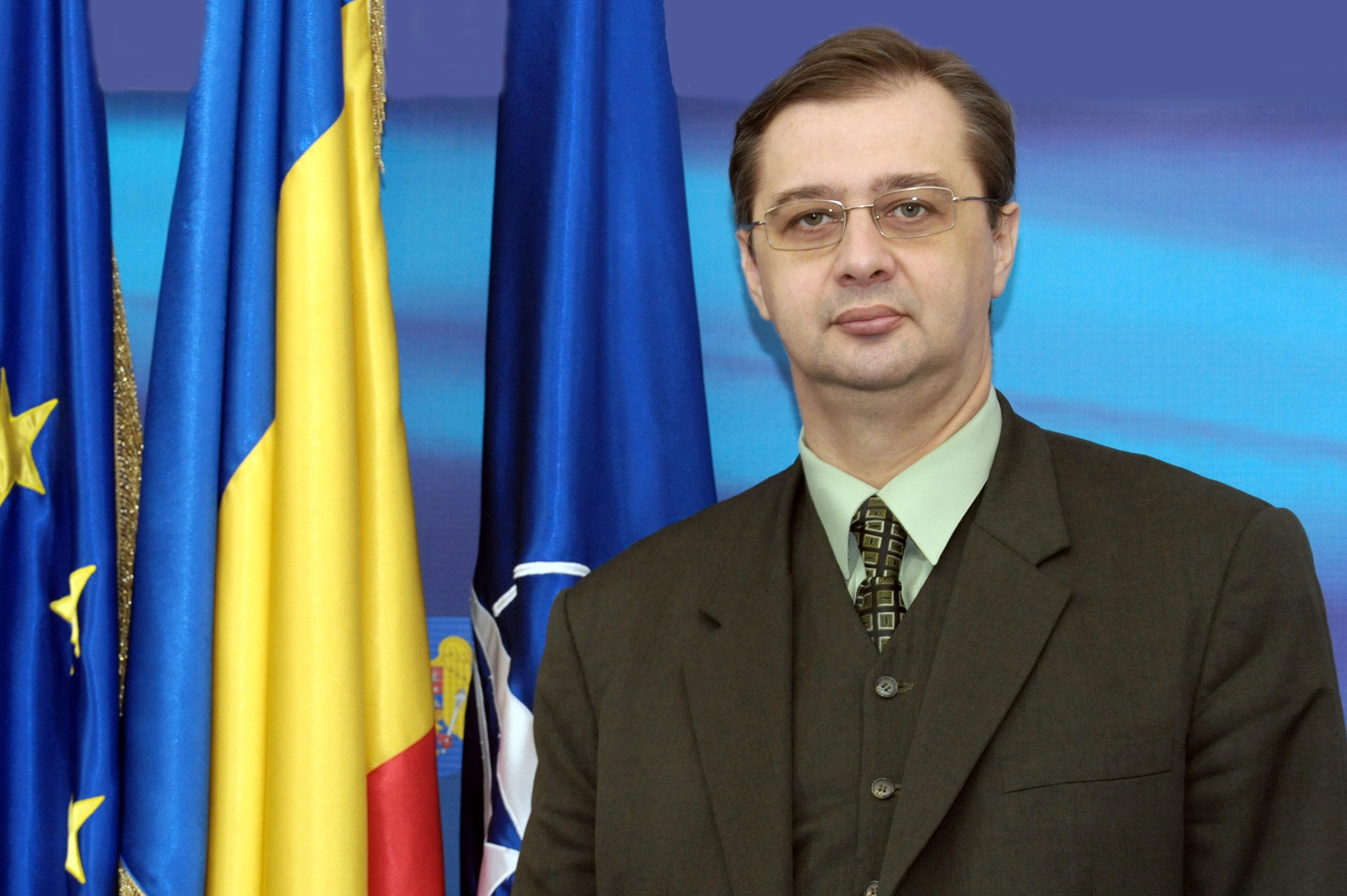 Fostul consilier al lui Băsescu critică discuțiile ACUM-PSRM, pro-europenii vând țara rușilor, opinia lui iulian chifu, dodon maia sandu andrei nastase, blocul platforma da pas parlament moldova,