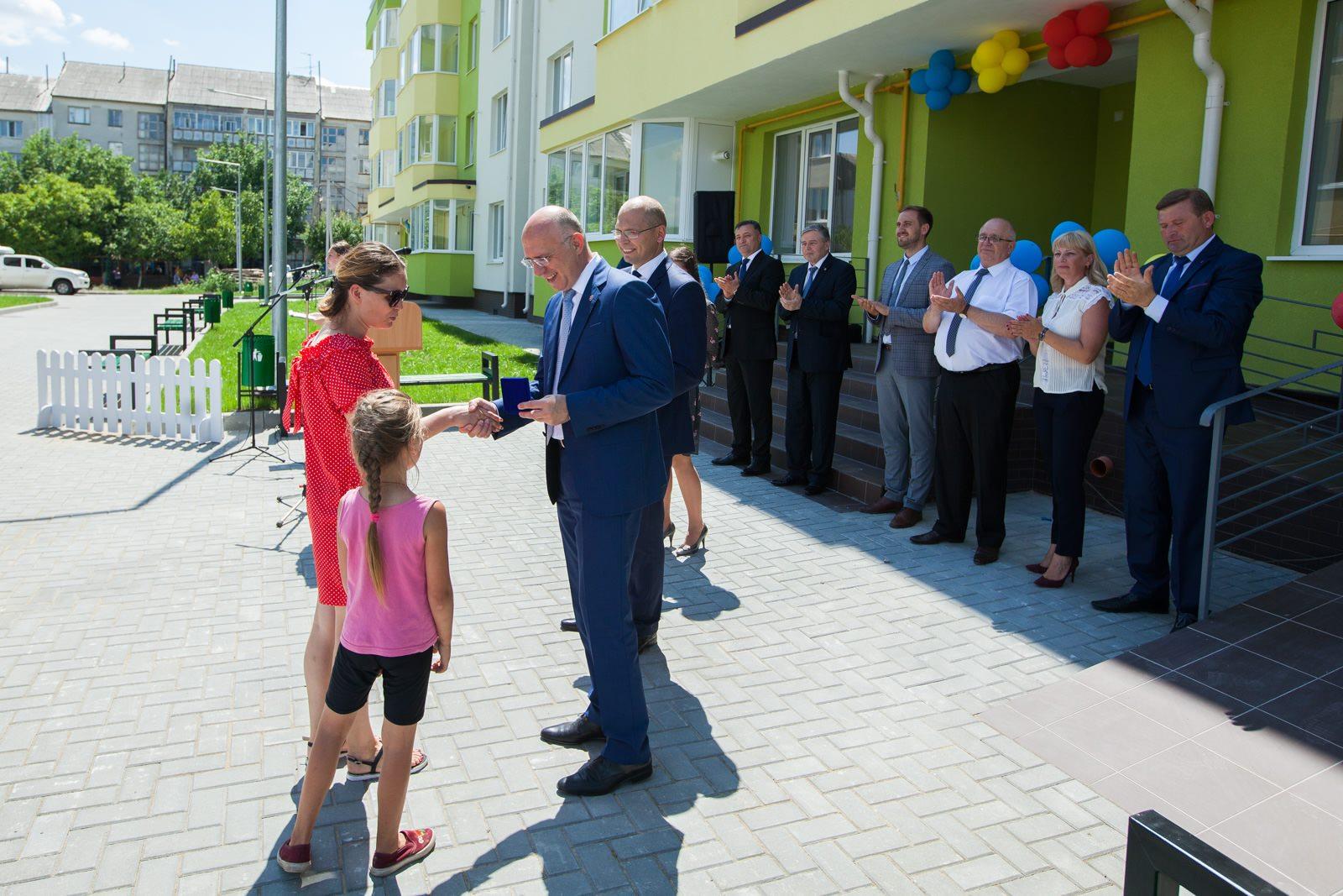 Circa 1700 de persoane și familii cu venituri mici au beneficiat de locuințe sociale, în ultimii 5 ani, anunță Pavel Filip, pdm fapte nu vorbe, partidul democrat din moldova, reforme plahotniuc