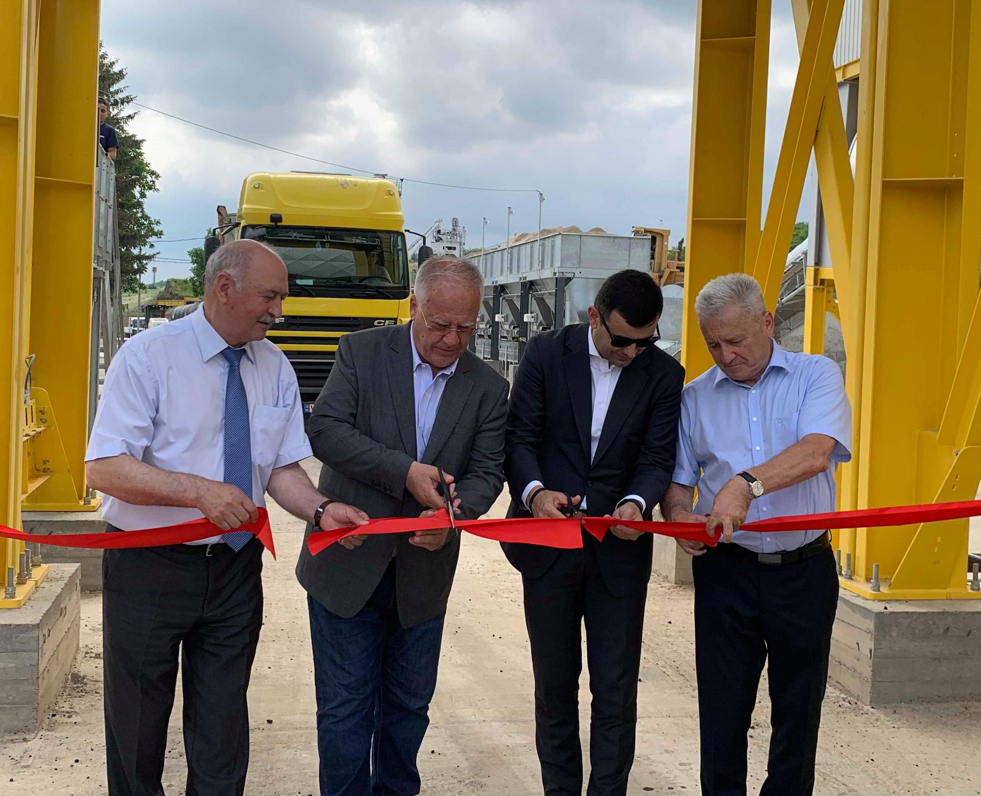 Lansarea celei mai mari uzine de beton asfaltic din Moldova, diacov Gaburici prezent la eveniment, pdm fapte nu vorbe, partidul democrat din moldova, plahotniuc drumuri bune, guvernul filip reforme,